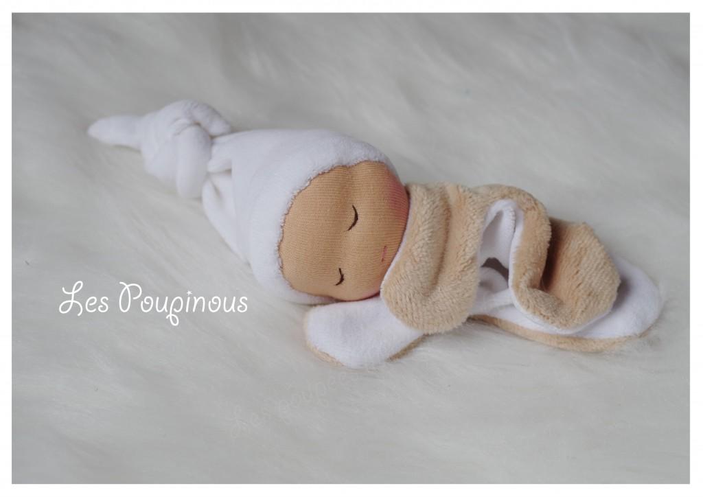 doudou POUPEE WALDORF blanc CREATEUR ROUEN Rormandie MAMZELLE ANGELcadeau de naissance artisanal fait main